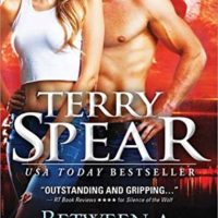 Review: Between a Wolf and a Hard Place by Terry Spear